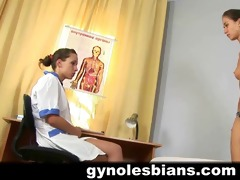 lesbo gynecologist can her work!