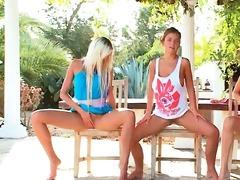 lesbian babes - synchronized fingering