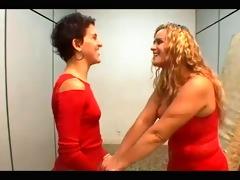 lizandra y chris se besan
