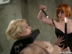 redhead lesbo goddess gives blond sexy wax