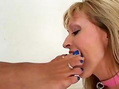 lesbo feet licking and toe engulfing