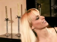 experienced blond d like to fuck holly halston