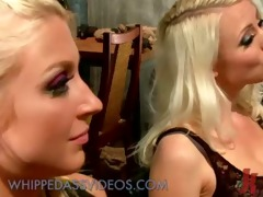 lesbian babes in arse sex-toy fucking