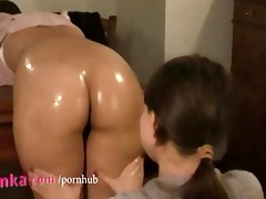 zuzinka massages taut gazoo with a lot of oil